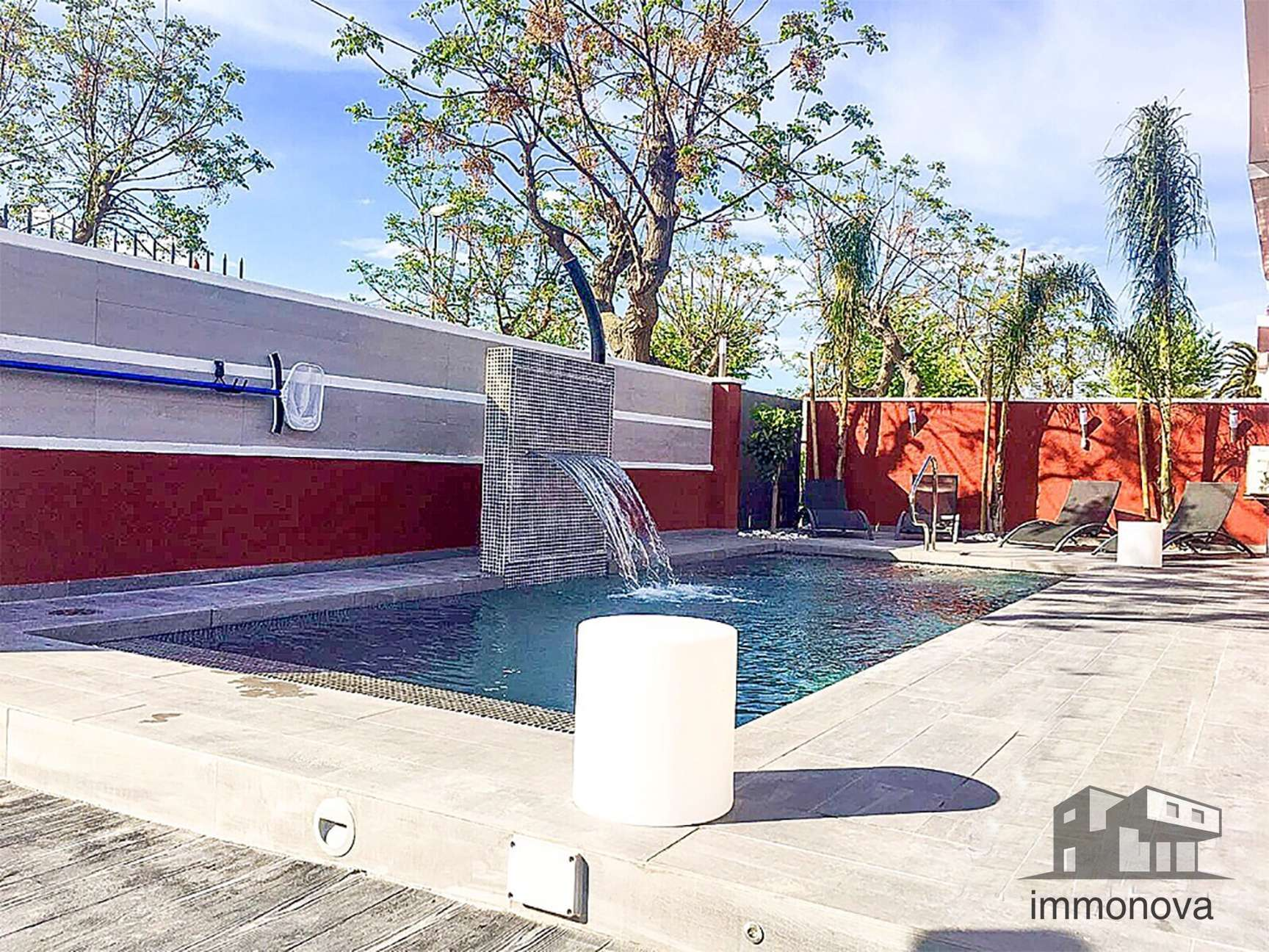 Beautiful modern villa for sale with pool in Empuriabrava