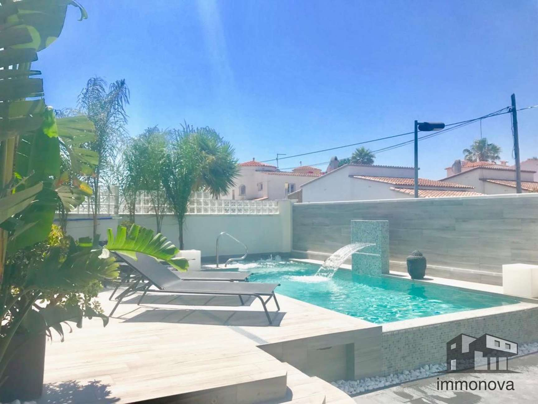 Beautiful renovated modern style house for sale in Empuriabrava