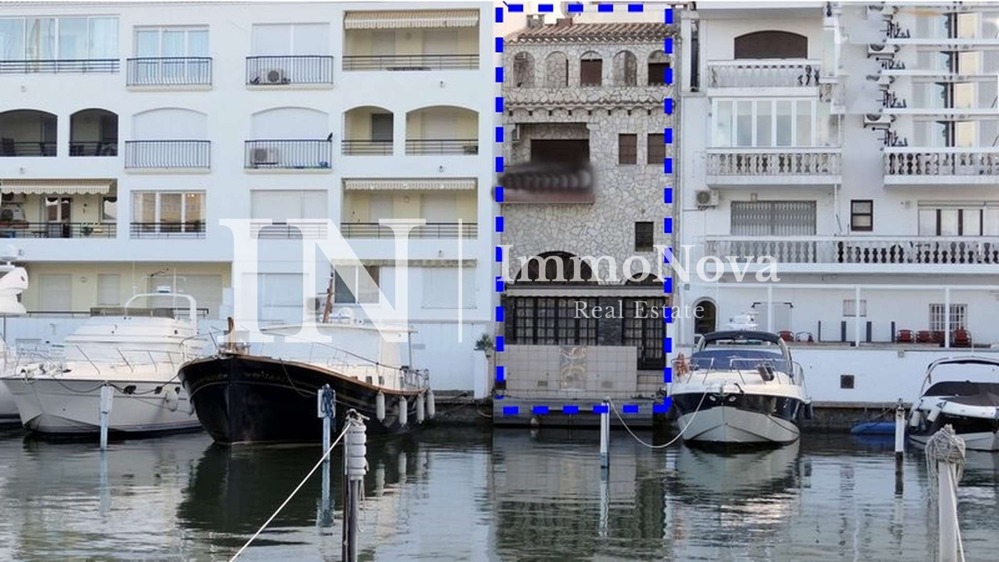terraced-house-morring-20metres-sale-beach-empuriabrava-377